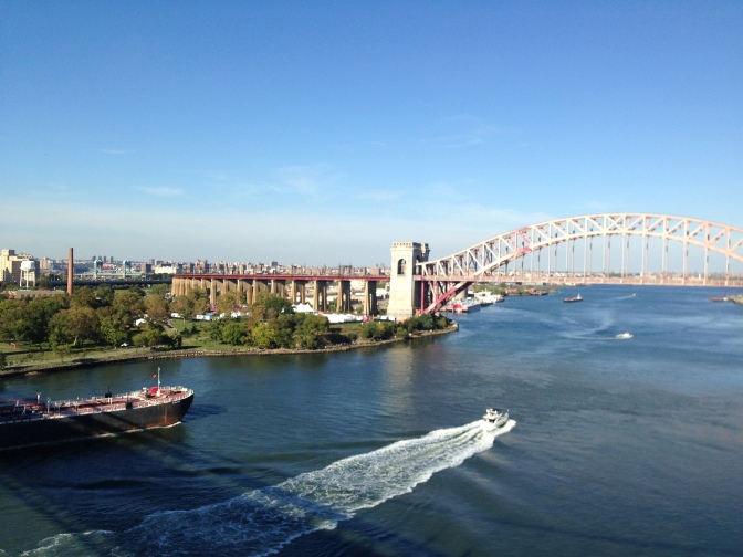 east-river-mit-amtrak-brucke