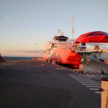 Fähre im Hafen Heltermaa auf Hiiumaa, Estland